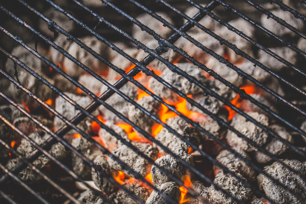 How to Cook on a Charcoal Grill – Top Tips for Great Grilling